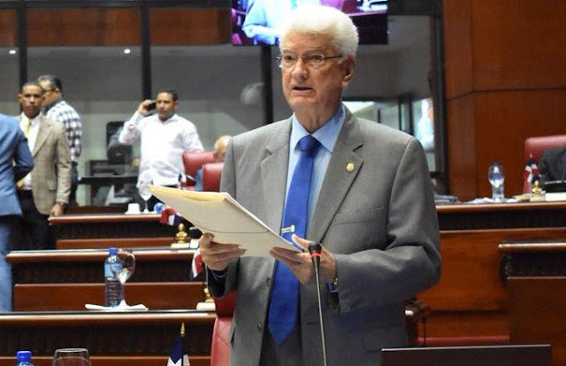 """Senador Wilton Guerrero dice policías en Los Mina """"fueron apoderarse del botín del robo"""""""