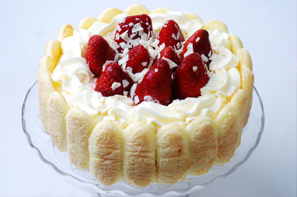 Angel Cake With Strawberries Recipe