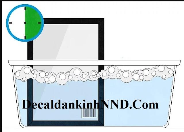 Nước ấm cũng giúp keo nỡ tạo điều kiện cho quá trình bóc decal