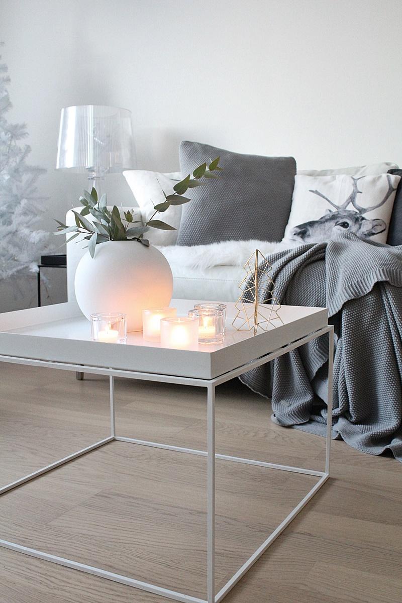 white scandinavian livingroom