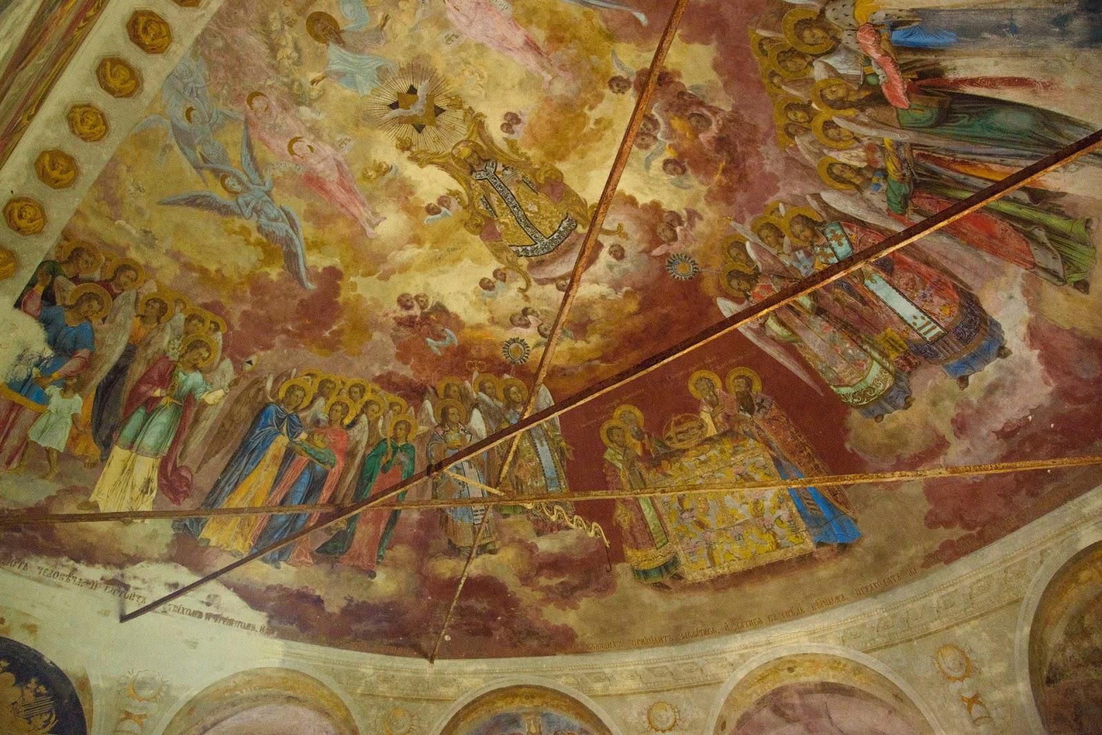Фрески в алтаре храма в Парском