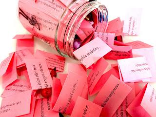 aşk kavanozu sözleri ile ilgili aramalar aşk kutusu sözleri aşk kutusuna yazılan sözler aşk kavanozu nasıl yapılır aşk kavanozuna yazılabilecek birkaç not aşk kavanozu nerede satılır seni seviyorum çünkü sözleri kısa kalpli kutunun içine yazılan sözler sevgiliye not kağıtları sözleri  Sosyete Sözler AŞK KAVANOZU Aşk Kavanozu Sözleri, Aşk Kavanozu Mesajları El Yapımı 365 Aşk Mesajı Kavanozu Ne Hediye Alınır Aşk Kavanozu Sözleri 365 Gün Aşk Kavanozuna Yazılacak Sözler Aşk Dolu Kavanoz AŞK KAVANOZU İÇİN SÖZLER