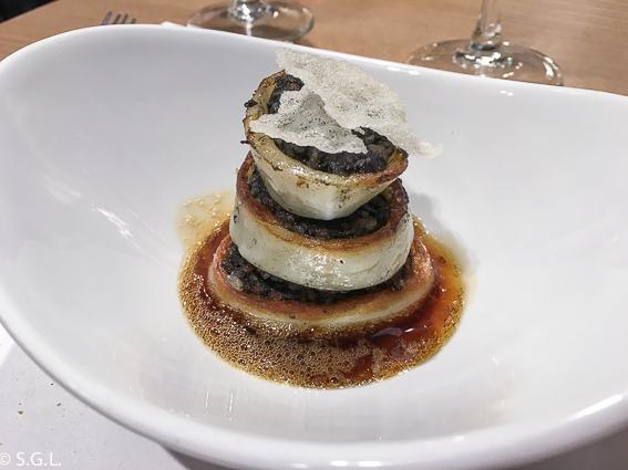 Comer en Bilbao. Restaurante Los Fueros. Calamar relleno de arroz negro