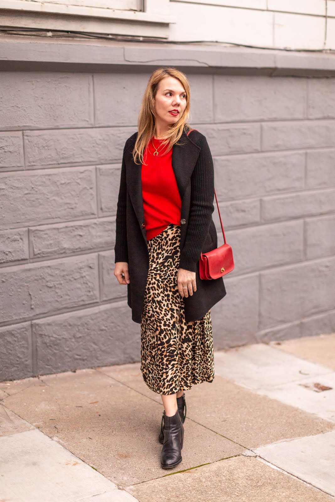 813cbb4dc I have come to a conclusion, and that is that midi skirts are generally  more flattering on most people than maxi skirts. This is because with a midi,  ...
