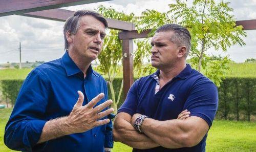 Filho de Bolsonaro e Julian Lemos voltam a se atacar nas redes sociais