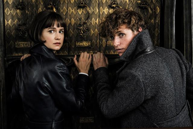 Mais fotos (sem marca-d'água) de 'Os Crimes de Grindelwald' são divulgadas | Tina e o famoso magizoologista estão com o olhar apreensivo | Ordem da Fênix Brasileira