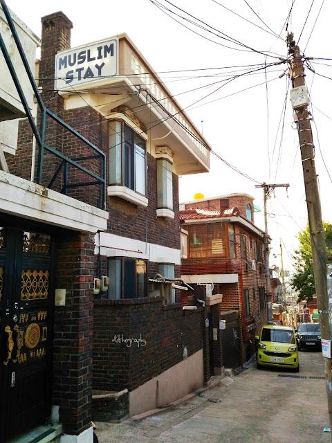 Memilih penginapan yang muslim friendly di kota atau negara yang muslim menjadi minoritas Muslim Stay, Akomodasi Ramah Muslim di Kawasan Itaewon [Korea Selatan]