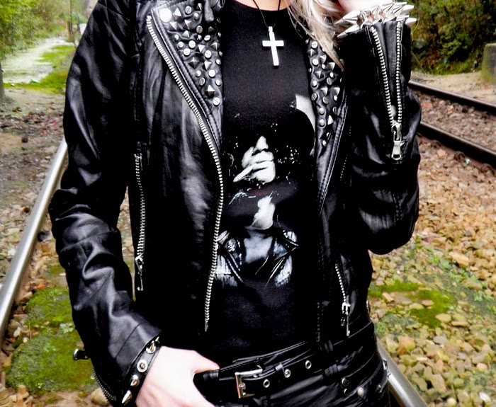 http://dangerous-fashion.blogspot.com/2011/10/slash-and-studs-and-rock-n-roll.html