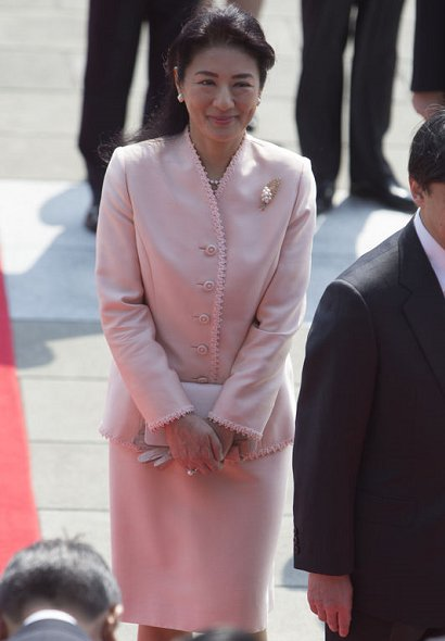 King Felipe and Queen Letizia with Japanese Emperor Akihito, Empress Michiko, Crown Prince Naruhito and Crown Princess Masako at the Imperial Palace in Tokyo
