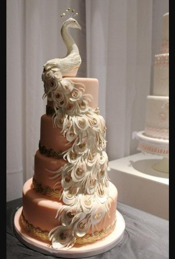 Wedding Cake Dengan Bentuk Burung Merak