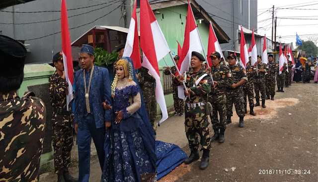 Keren! Barisan Merah Putih Iringi Pernikahan Kader Fatser dan Banser