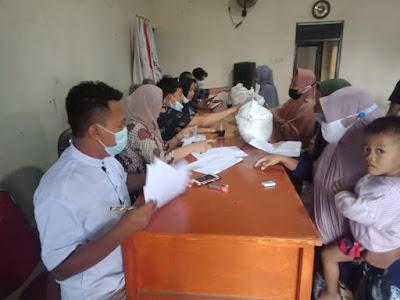 Bansos Kemensos : 940 KPM di Desa Sukasari Rajeg dapat bantuan Beras