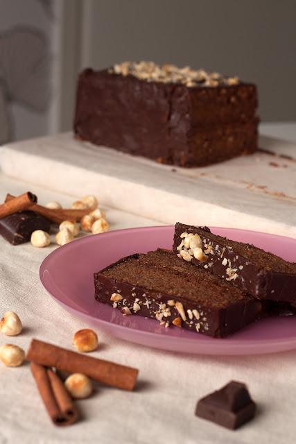 Čokoladni kolač sa lješnicima i cimetom