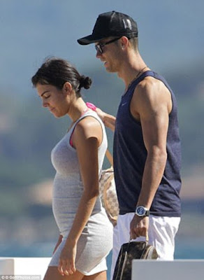 Cristiano Ronaldo's Girlfriend Reportedly 5 Months Pregnant (Photos)