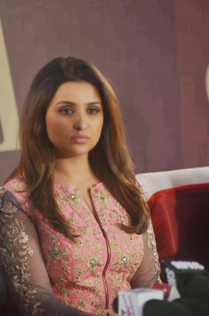 Parineeti Chopra Looks Sexy At Siyarams SIYA