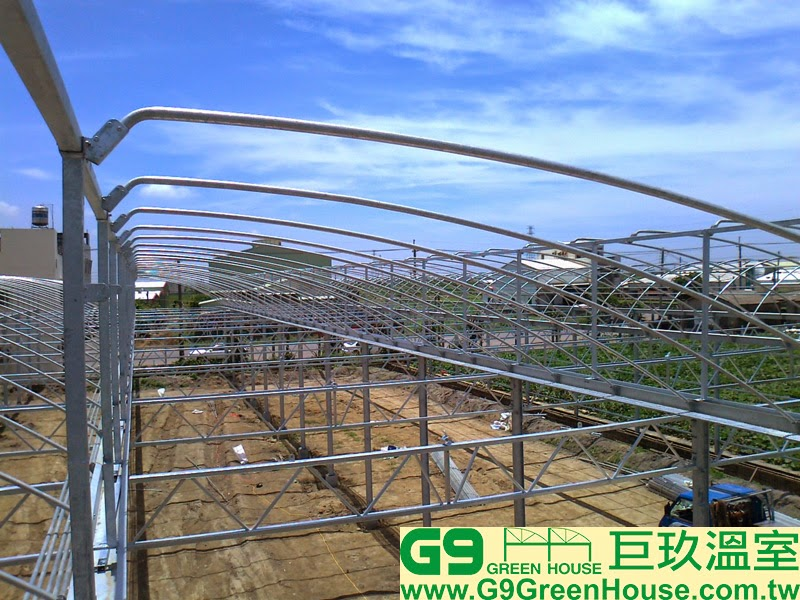 14.鋸齒鋼骨加強型溫室結構,每一米固定一組彎弓基礎管完成外觀