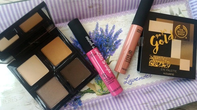 Paleta de sombras Go for Gold y labiales Matte Lip Liquid de The Body Shop