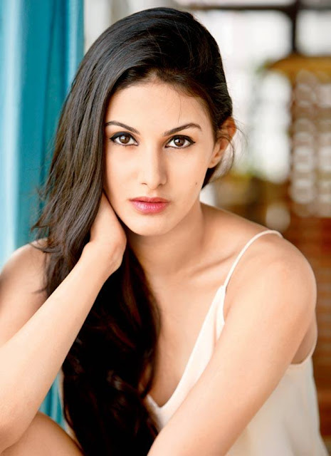 Amyra Dastur Profile Biography and Wiki and Biodata, Body Measurements, Age, Husband, Affairs and Family Photos
