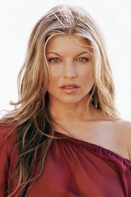 قصة حياة فيرغي (Fergie)، مغنية أمريكية، من مواليد 1975 في كاليفورنيا