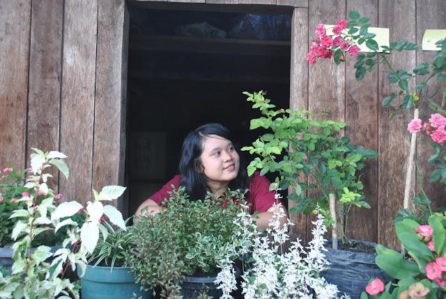 Menikmati Kesederhanaan dan Kekeluargaan di Rumah Panjang Saham, Landak