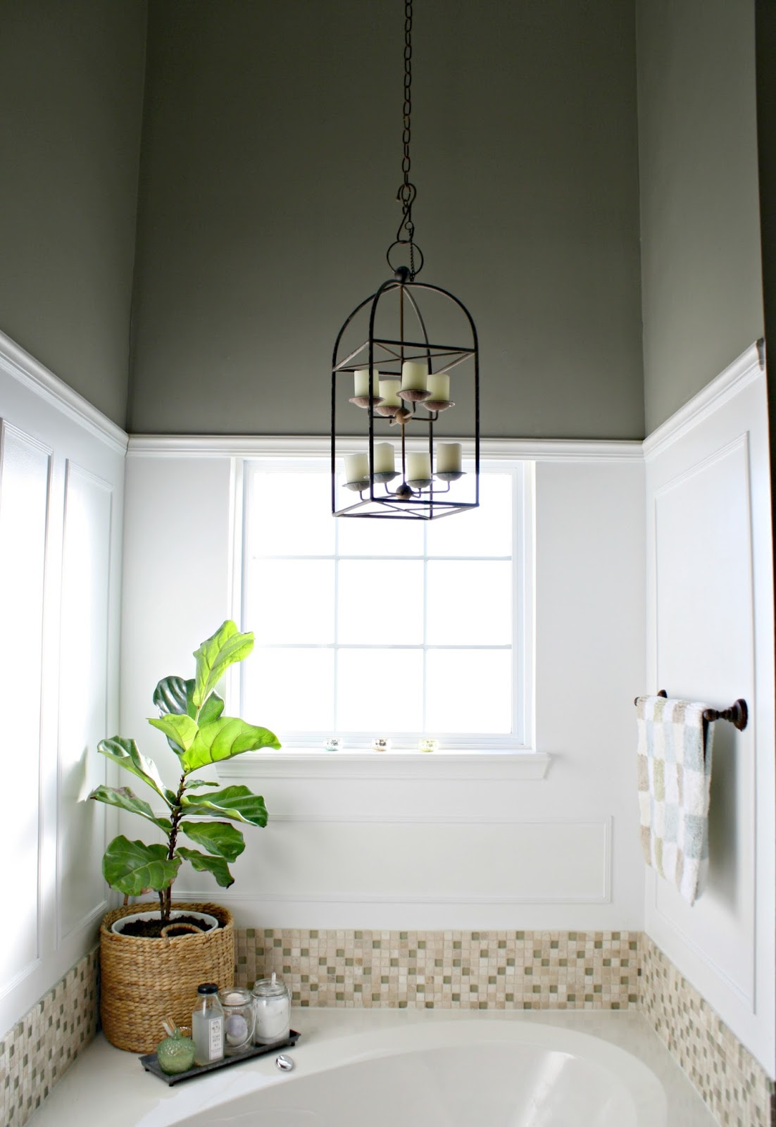Simple Updates in the Master Bath from Thrifty Decor Chick