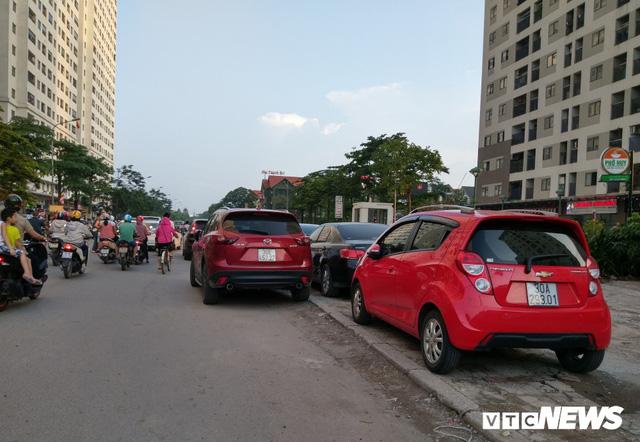 Giải tỏa bãi đỗ xe ở Linh Đàm và Kim Văn Kim Lũ - Ảnh 11