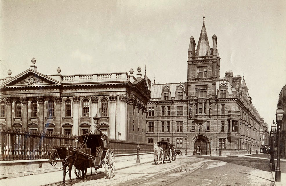 Horse cabs at the Senate House to the left and Gonville and Caius College at Cambridge University in England, UK, photographer unknown, c.1890