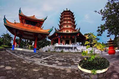foto pagoda watu gong semarang