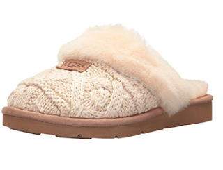 Ugg Slippers - 10 things to steal for yourself or to give to others this Christmas. 2017 Christmas gift guide. Amazon wish list Christmas 2017. How to make an Amazon wish list. 10 gift ideas for college age students. Last minute gift ideas | brazenandbrunette.com