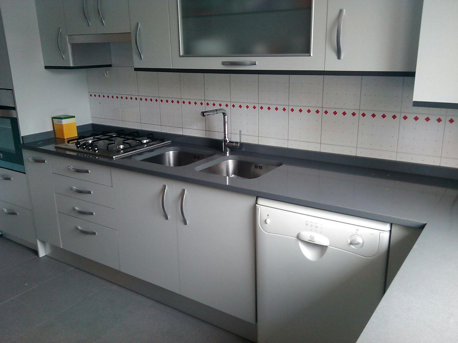 Remate encimera cocina great trendy laminado crema mate - Remates de muebles de cocina ...