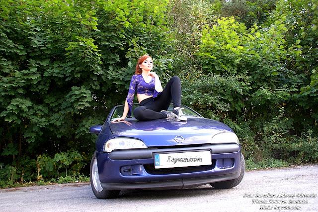 15.08.17 Cropp top wzorzysty, tregginsy czarne z zamkami, czarne trampki, grzywka z długich włosów z kucykiem, sesja z samochodem Opel Tigra Skarżysko-Kamienna