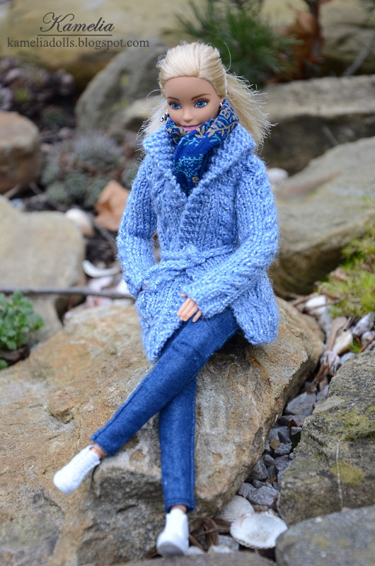 Barbie in the open air. Sweater for Barbie doll.