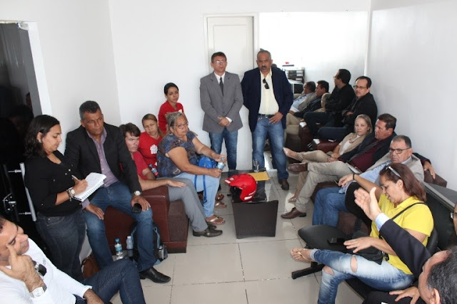 Vereadores de Delmiro Gouveia recebem representantes do Sinteal e formam comissão para acompanhar debate sobre reajuste salarial da categoria