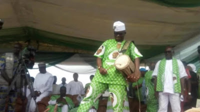 """<img src="""" Ayo-Fayose-again-demonstrate-how-humble-he-is-as-he-shows-off-drumming-skills-at-General-Adebayo's-burial-(photos) .gif"""" alt="""" Ayo Fayose again demonstrate how humble he is as he shows off drumming skills at General Adebayo's burial (photos) > </p>"""