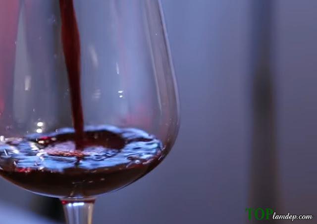 """Làm trắng da bằng rượu vang đỏ """"bí quyết làm đẹp của phụ nữ Pháp"""""""