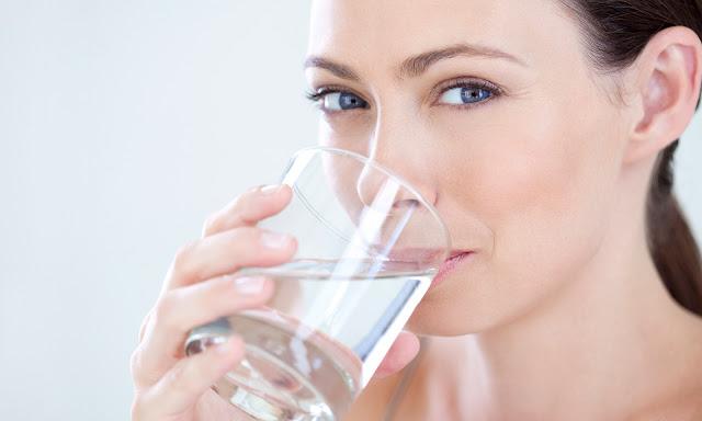 أهم 7 أسباب تُخبرك لماذا نحن بحاجة إلي شرب الماء