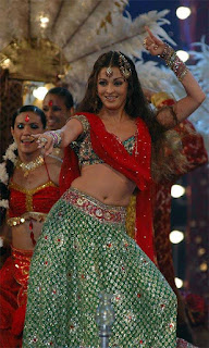 Aishwarya Rai Navel Show In A Song Kajrare Kajrare