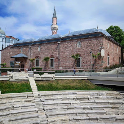 Mezquita Dzhumaya y estadio romano en Plovdiv, Bulgaria