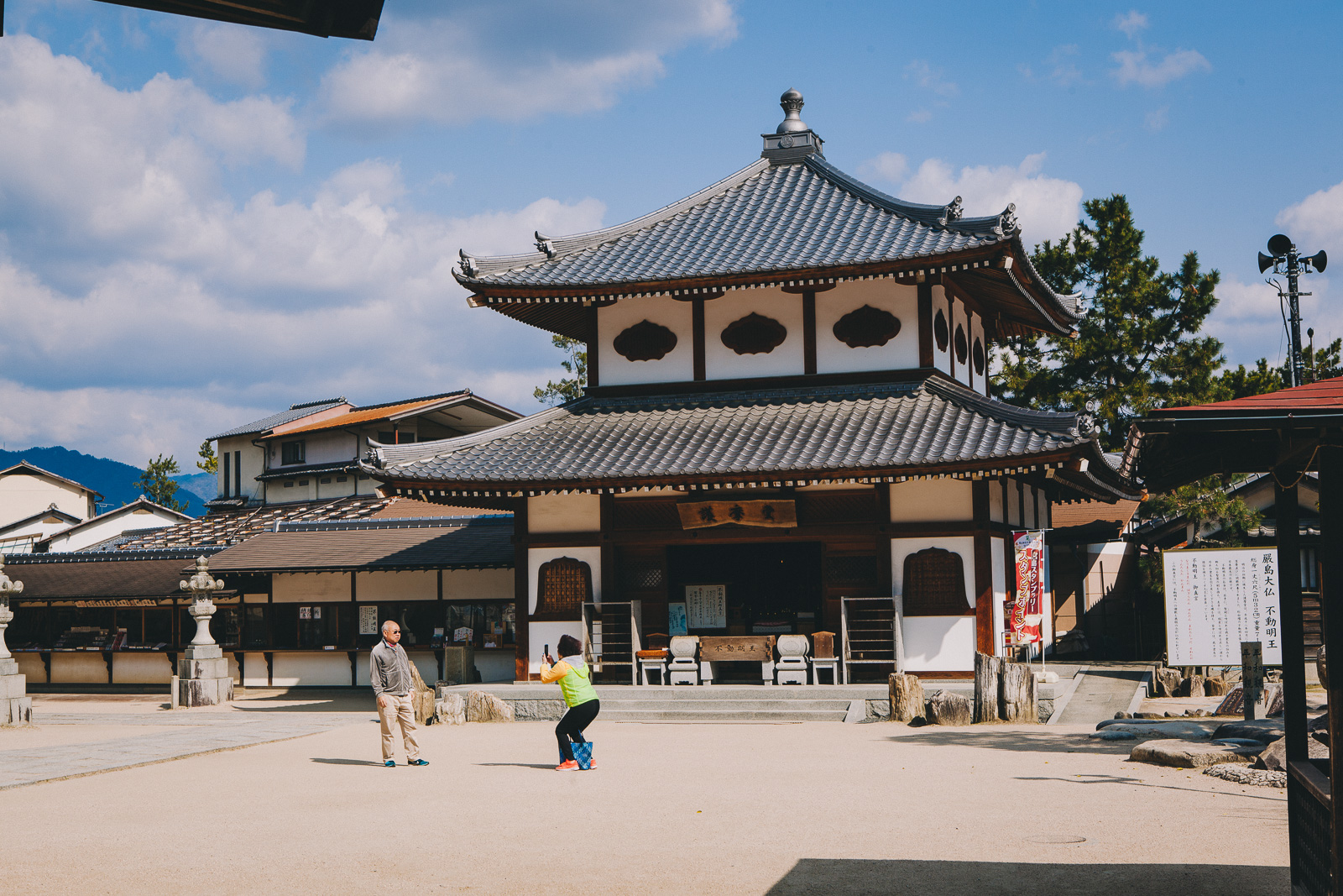 Exploring the wonderful Miyajima: Island of the Floating Tori // Japan. Read about it now on www.journographie.com