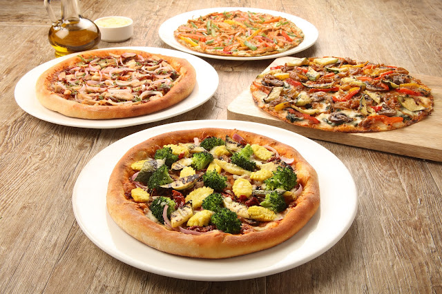 California Veggie, BBQ Chicken, Chicken Fajita, Fire Roasted Pizza (2)