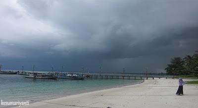 Pantai Tanjung Kelayang di Musim Hujan