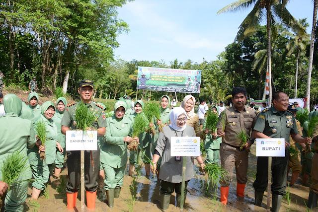 Kementerian Pertanian RI Bersama Danrem 141/Tp Lakukan Tanam Perdana pada Sawah Baru di Bone