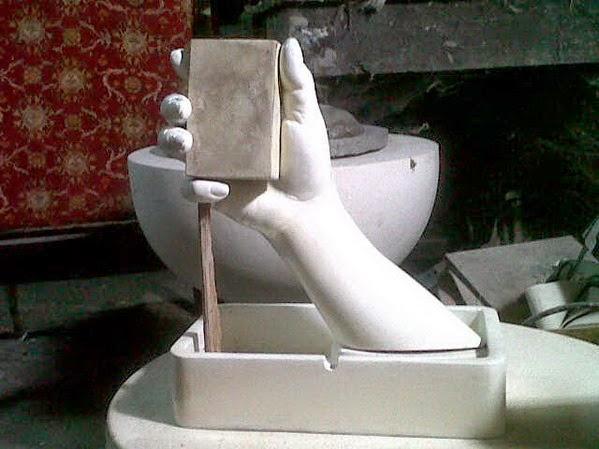 patung tangan