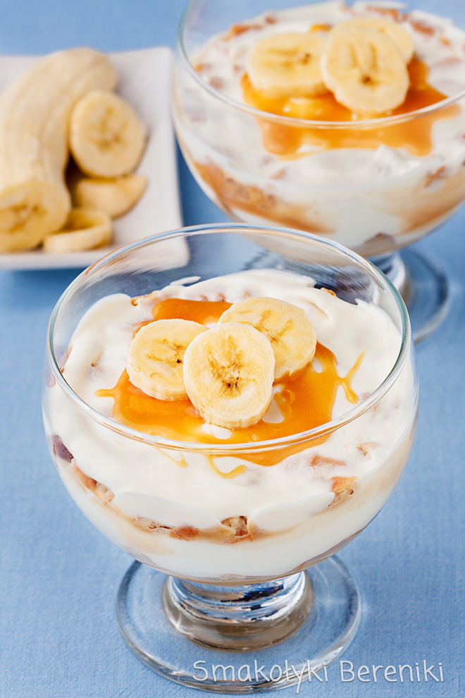 deser bananowy z sosem karmelowym i serkiem homogenizowanym