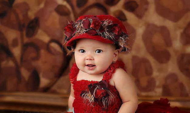 kırmızı sosu güzel kız bebek