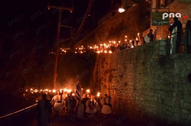 Το έθιμο των «Λαμπαδηδρομιών» στην Δημητσάνα σε ανάμνηση της «Πρώτης Ανάστασης του Έθνους»