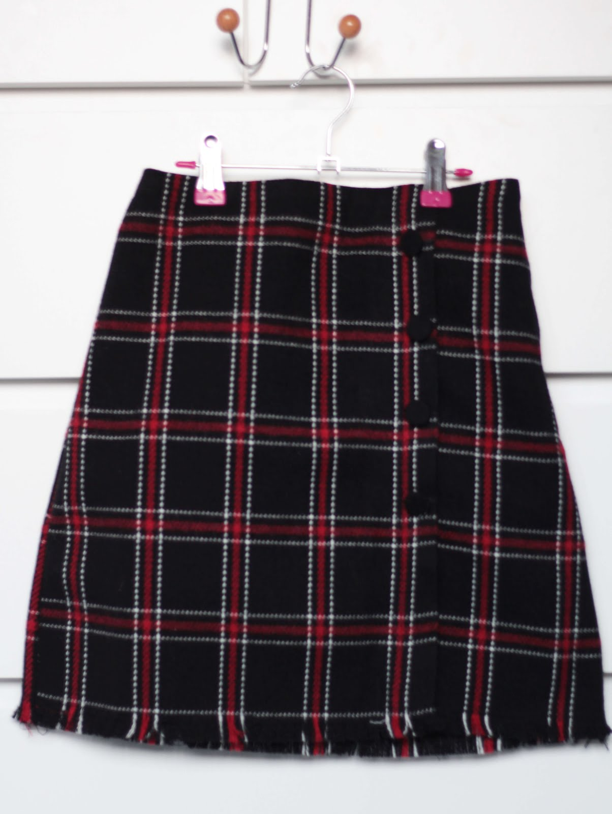 chuu check mini skirt raw hem button detailing