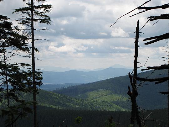 Orawa Magurska, a za nią widać szczyty Gór Choczańskich.
