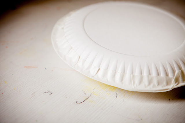 Mommy Minutes: Paper Plate Tambourine