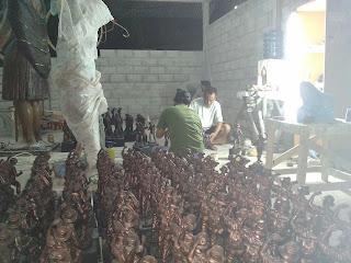 pembuat souvenir patung tentara
